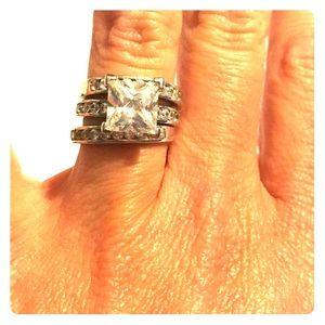 Jewelry - CZ. Costume//Fashion Ring. Size 4